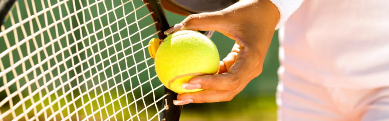 1824356ac4e Jeden z nejoblíbenějších a zároveň nejznámějších raketových sportů vůbec  patří bezesporu tenis. Tenis je také běžně označován jako